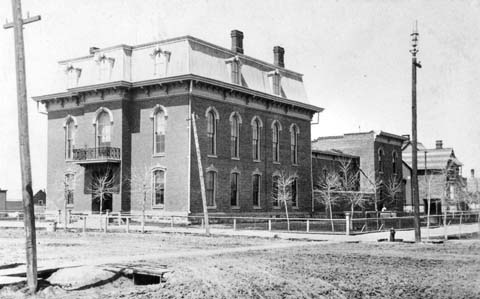 The original Laramie County Courthouse at 19th and Carey. (WSA sub Neg 8737)